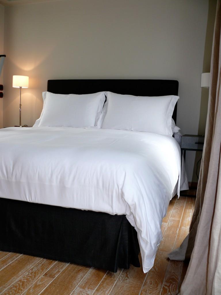 habillage de lit cache sommier et tête de lit sur mesure